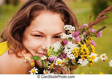 csokor, lány mosolyog, meglehetősen