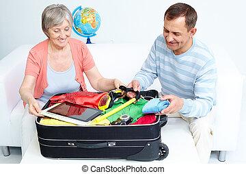 csomagolás, bőrönd