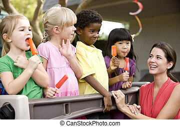csoport, óvoda, gyerekek, tanár, különböző, 5, év öreg,...