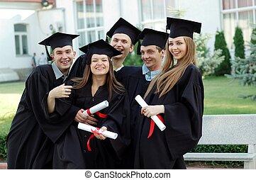 csoport, diplomák, egyetem, érettségizik, -eik, nevető, kézbesít