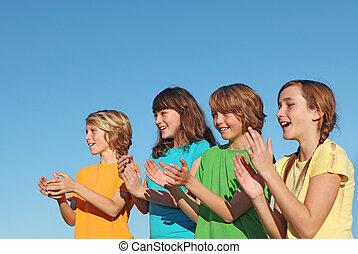 csoport heccel, gyerekek, vagy, pajzstartók, tapsoló