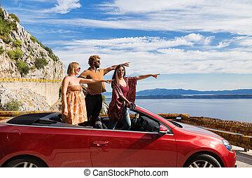 csoport, hegyezés, emberek, ujjak, fiatal, hullámzás, convertible., piros, boldog