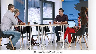 csoport, hivatal emberek, startup, fiatal, gyűlés