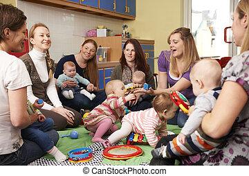 csoport, közül, anyák, noha, kisbabák, -ban, playgroup