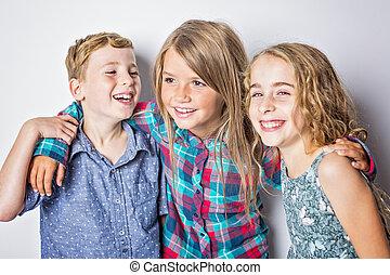 csoport, közül, boldog, gyerekek, alatt, műterem, szürke háttér