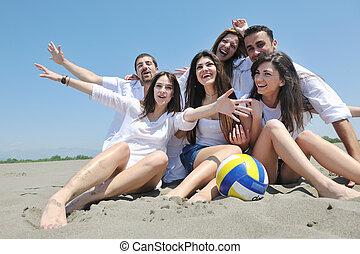 csoport, közül, boldog, young emberek, alatt, szórakozik, -ban, tengerpart