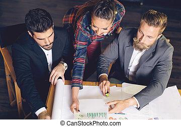 csoport, közül, elfoglalt, ügy emberek, dolgozó, alatt, hivatal, tető kilátás