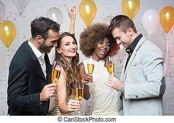 csoport, közül, fél, emberek, misét celebráló, noha, iszik