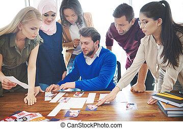 csoport, közül, fiatal, ügy emberek, felett, gyűlés