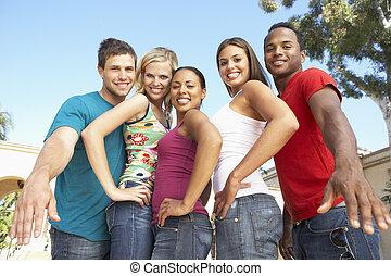 csoport, közül, fiatal, barátok, having móka, együtt