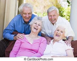 csoport, közül, idősebb ember, barátok, bágyasztó, együtt