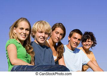 csoport, közül, vidám mosolyog, fiatalság