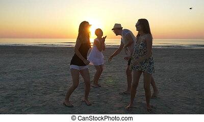 csoport, tánc, tizenéves, fiatal, tengerpart, napkelte