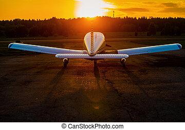 cuádruple, privado, avión, trasero, estacionado, vista, ...