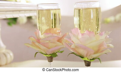 CU Champagnes bubbles - Glasses of champagne at a wedding...