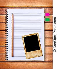 cuaderno, y, vendimia, marco de la foto, en, madera, plano...