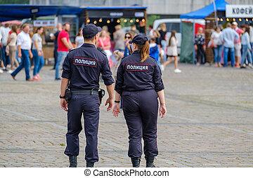 cuadrado, oficiales, policía, patrullar, justo, durante
