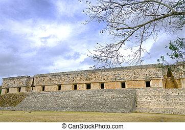 cuadrilátero del convento de monjas, ruinas de uxmal