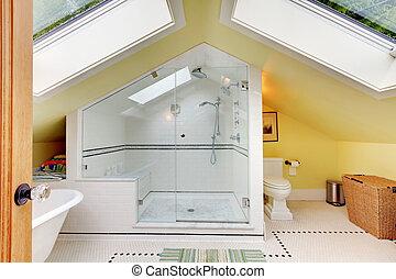 cuarto de baño, ático, moderno, paredes amarillas, pequeño