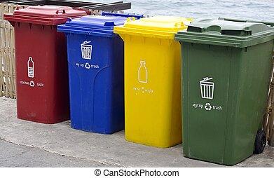 cuatro, color, parque, caminata, al lado de, latas, basura, ...