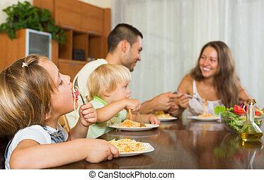 cuatro, comida, espaguetis, familia