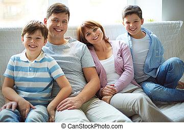 cuatro, familia