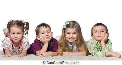 cuatro niños, acostado, alfombra