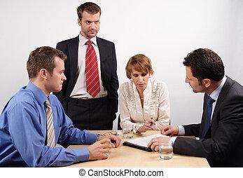 cuatro, poniendo común, businesspeople