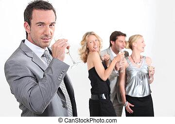 cuatro, profesionales, bebida, champaña, joven