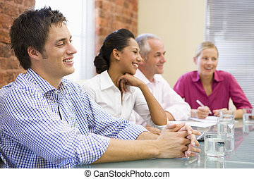 cuatro, sala juntas, sonriente, businesspeople