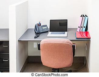 cubículo de la oficina, con, computadora de computadora portátil
