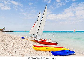 cuba., plaża., barwny, słoneczny, varadero, katamarany, ...