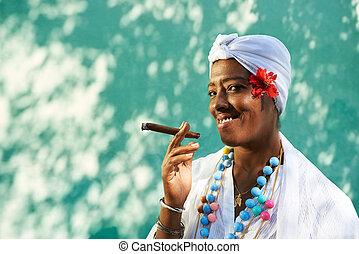 cubaine, femme, noir, cigare fumant, portrait