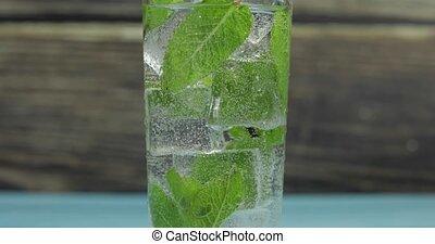 cubes, clair, eau glace, verre, vert, menthe, feuilles