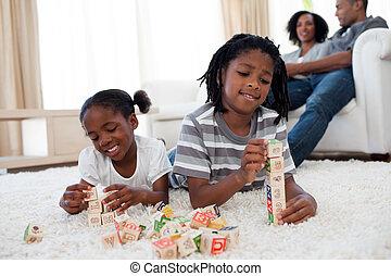 cubes, songeur, plancher, alphabétique, frères soeurs, jouer, mensonge