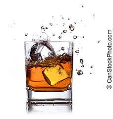 cubos, aislado, hielo, whisky, salpicadura, blanco