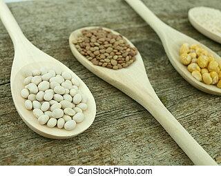 cucharas, legumbres, encima