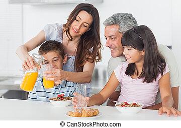 cucina, famiglia, colazione, insieme, mangiare