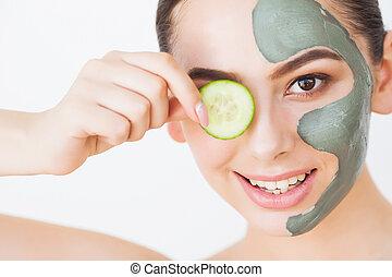 cucumber., schöne augen, maske, junger, schlamm, scheiben, tonerde, frau, bedeckung- gesicht