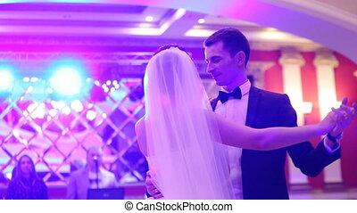 cudowny, młoda para, zakochany, taniec, ich, pierwszy, valse, w, niejaki, restaurant.