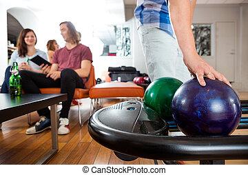 cueillette, balle, étagère, bowling homme