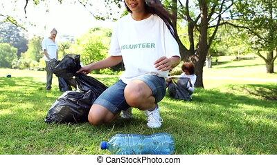 cueillette, volontaires, haut, heureux, déchets ménagers