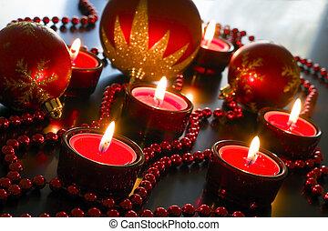 cuentas, velas, reflexivo, adornado, rojo, surfaces.