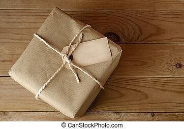 cuerda, atado, paquete, con, etiqueta