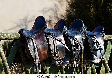 cuero, caballo, silla de montar