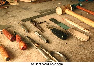 cuero, conjunto, herramientas, trabajando