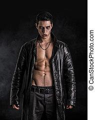 cuero, joven, vampiro, chaqueta, negro, abierto, hombre