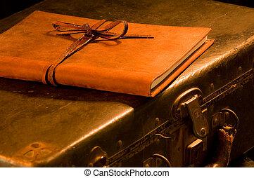 cuero, vendimia, viejo, maleta