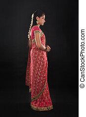 cuerpo, lleno, joven, tradicional, indio, niña, vista lateral