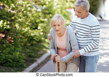 cuidado, 3º edad, marido, porción, enfermo, esposa, en el parque